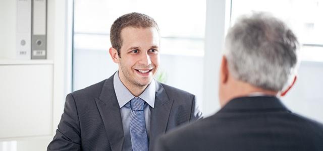 homem na entrevista de emprego