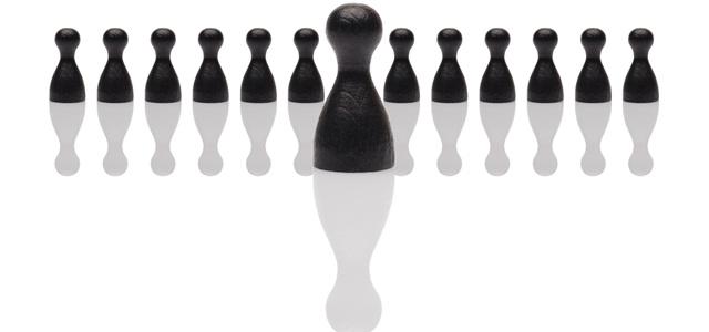 pino representando líder à frente de liderados