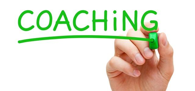 mão escrevendo a palavra coaching