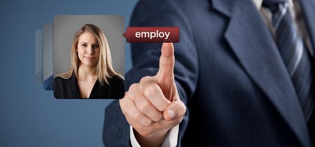 mão selecionando perfil profissional