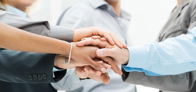 equipe de mãos unidas