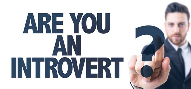 homem perguntando se você é introvertido
