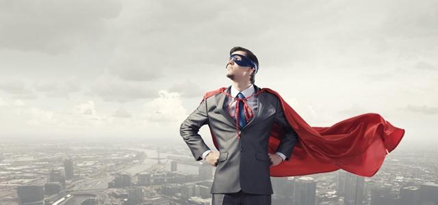 homem vestido de herói