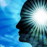 Cabeça com luz no meio, mostrando o centro das crenças