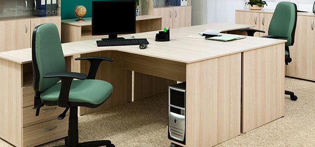 Mesa de trabalho vazia por conta de mais uma falta no trabalho do profissional