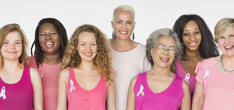 Mulheres representando o Outubro Rosa
