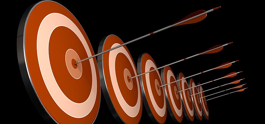 metas e objetivos simbolizadas por alvos atingidos por flechas