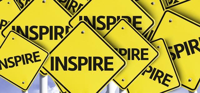 placas de sinalização com a palavra inspire