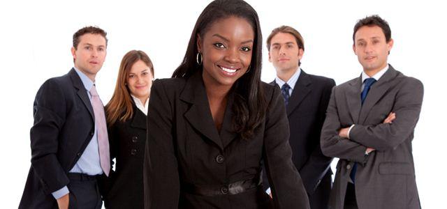 mulher líder e sua equipe