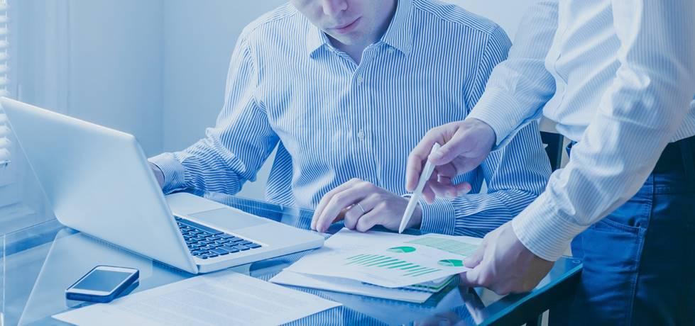 mentor auxiliando seu cliente