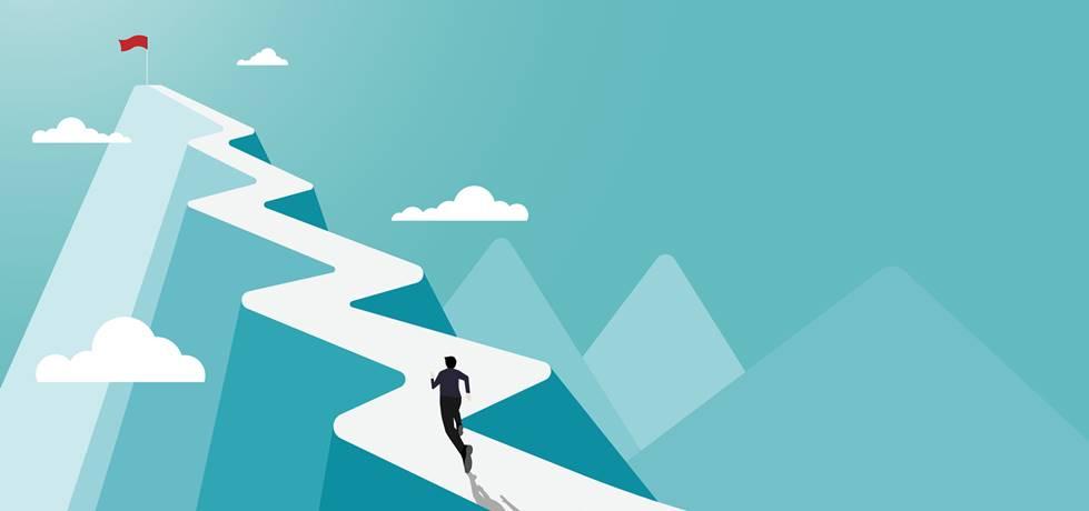 profissional correndo em uma estrada sinuosa objetivando chegar até o topo