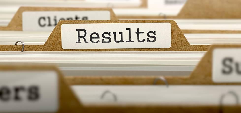Palavra resultados colada em uma pasta de registros
